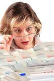 Schokierender Stapel der Rechnungen Stockfotos