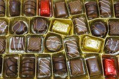 Schokolade candys mit Zuckerglasur Lizenzfreie Stockfotos