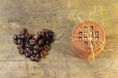 Schokolade Chip Cookies And Coffee Beans Lizenzfreie Stockfotografie