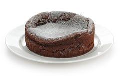 Schokolade gefallener Auflaufkuchen Lizenzfreie Stockfotos