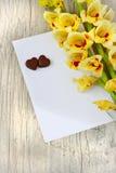 Schokolade Herzen und Gladioluses Lizenzfreies Stockbild