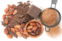 Schokolade, Kakaobohnen und Kakaopulver Stockfoto