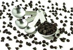 Schokolade in messender Schale Lizenzfreie Stockfotografie