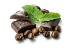 Schokolade, Minze und Kaffeebohnen Lizenzfreie Stockbilder