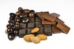 Schokolade mit Mandeln stockbild