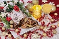 Schokolade Stollen-Weihnachtskuchen Stockfotos