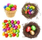Schokolade und farbige Ostereier im Gold, Rot, grün Stockfotos
