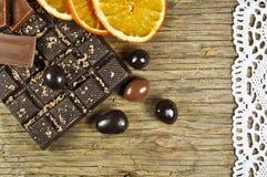Schokolade und getrocknete Orange stockfoto