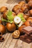 Schokolade und Haselnüße Lizenzfreie Stockbilder