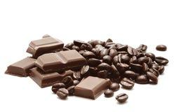 Schokolade und Kaffeebohnen lizenzfreies stockfoto