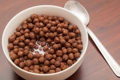 Schokoladen-Bälle - Corn Flakes Stockfoto