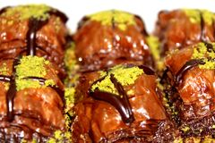 Schokoladen-Baklava-Nachtisch lizenzfreie stockbilder