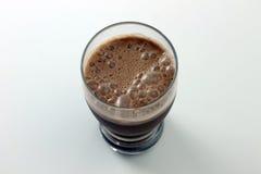 Schokoladen-Bananen-Acajoubaumsmoothie-Nahaufnahme - roh und Vegan Lizenzfreies Stockfoto