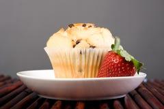 Schokoladen-Chip-Muffin stockfotos