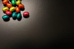 Schokoladen-Eier ein traditioneller Ostern-Bonbon. Lizenzfreies Stockfoto