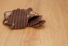 Schokoladen-Kartoffelchips Stockfotografie