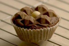 Schokoladen-kleiner Kuchen Stockfotos