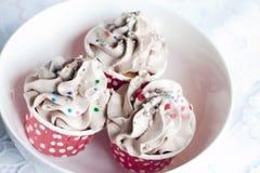 Schokoladen-kleiner Kuchen mit Gabel Stockfotos