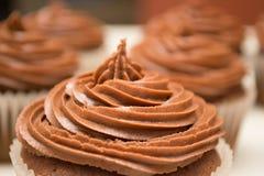 Schokoladen-kleiner Kuchen mit Gabel Stockbild