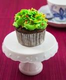 Schokoladen-kleiner Kuchen mit Gabel Stockbilder