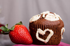 Schokoladen-kleiner Kuchen mit Gabel lizenzfreies stockbild