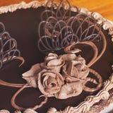 Schokoladen-Kuchen auf dem Tisch stockfoto