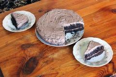 Schokoladen-Kuchen auf einem hölzernen Hintergrund stockfoto