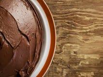 Schokoladen-Kuchen auf einer Platte Lizenzfreies Stockbild