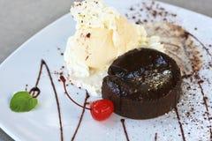 Schokoladen-Lava-Kuchen Stockfotos