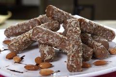 Schokoladen-Mandel Rolls lizenzfreie stockbilder