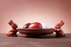Schokoladen-Ostereier und Schokoladenkaninchen Lizenzfreie Stockfotografie