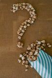 Schokoladen-Popcorn und Kaffee mit Eibisch-Kino-Konzept Qu Lizenzfreies Stockfoto