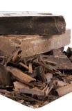 Schokoladen-Stapel auf weißer Platte Stockfotografie