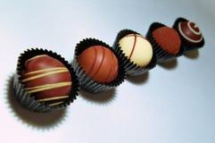 Schokoladen-Trüffel-Zusammenstellung Stockfotos