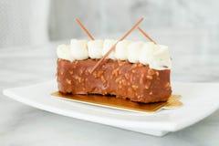 Schokoladen- und Mandelkuchen Stockbilder