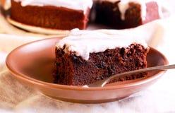 Schokoladen- und Pflaumenkuchen Stockbilder