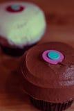 Schokoladen-und Vanille-kleine Kuchen Lizenzfreies Stockfoto