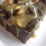 Schokoladen- und Walnusskuchen stockfotos