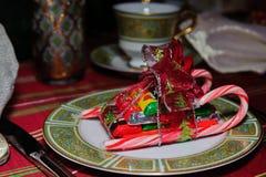 Schokoladen- und Zuckerstangepferdeschlitten Stockfoto