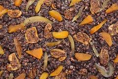 Schokoladenbeschaffenheit, Feigen, getrocknete Aprikosen Stockfoto