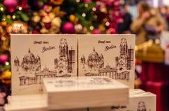 Schokoladenbonbons im Weihnachtskasten in KaDeWe Lizenzfreie Stockbilder