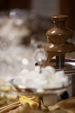 Schokoladenbrunnen an einem Hochzeitsempfang Stockfotografie