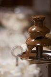 Schokoladenbrunnen an einem Hochzeitsempfang Lizenzfreie Stockfotos