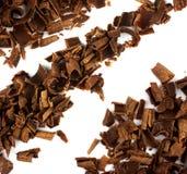 Schokoladenchips getrennt auf weißem Hintergrund Lizenzfreies Stockfoto