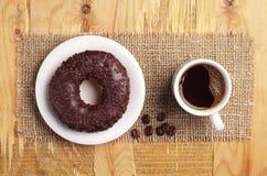 Schokoladendonut und -kaffee Lizenzfreies Stockbild