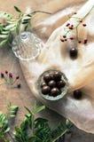 Schokoladendragée in einer Glasschüssel Frischer Dekor Stockfotos