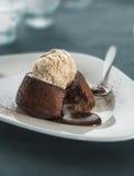 Schokoladenfondant-Lavakuchen Stockbild