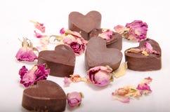 Schokoladenherzen und -rosen Lizenzfreie Stockfotos