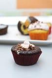 Schokoladenkleiner kuchen Stockbilder
