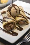 Schokoladenkrepp mit Eiscreme Stockbilder